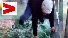 Schock: Glasbrücke in China bekommt Risse