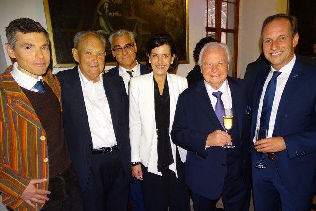 Eckart Witzigmann, Nicola Schnelldorfer, Bruno Jutz, Herbert Witzigmann, Sohn Max, Bgm Egger (v.l.)