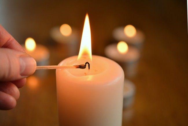 Eine vergessene Kerze verursachte den Brand.