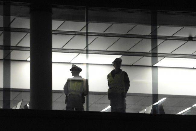 Es gibt Bestechungsvorwürfe gegen einen Mitarbeiter am Flughafen Wien.